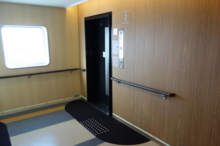 津軽海峡フェリー ブルードルフィン エレベーター
