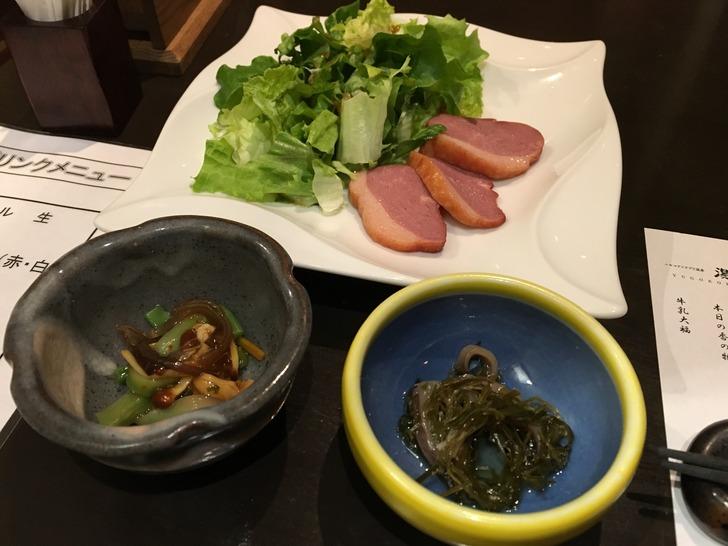 湯心亭 鴨スモークサラダ、青紫蘇なめこ、新函館いか納豆