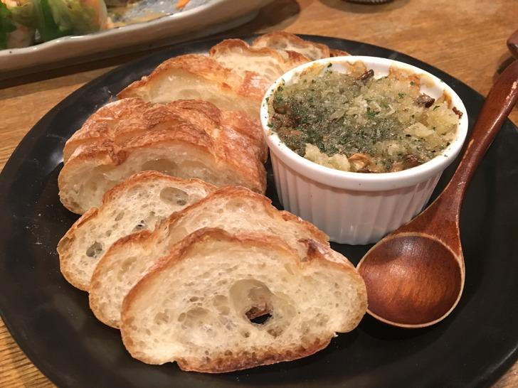 茶酒厨房 おか季 つぶの香草パン粉焼きバゲット添え