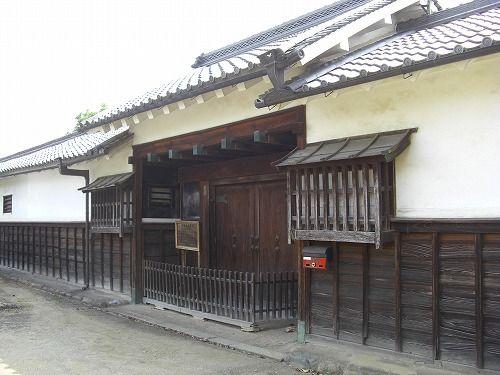 岡松家長屋門