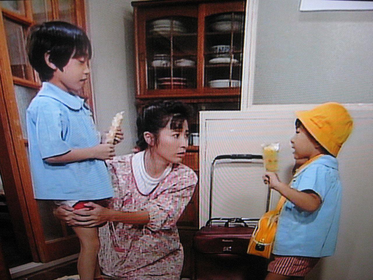 天までとどけ 右の子は、短いセリフなのに何度も噛んでた(笑)それを最後まで見守る岡江さんは、お母さんらしくて自然体だった。  本当の家族みたいにみんな息が合ってて、演技を感じ ...