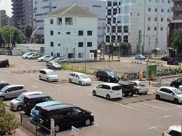 小牧駅前駐車場