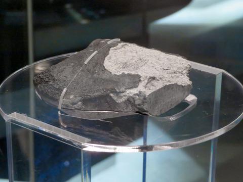 「小牧隕石」の名古屋市科学館の展示場所