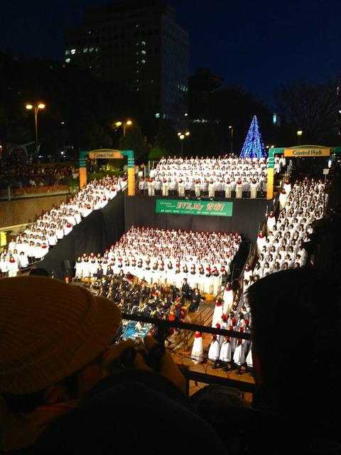 もちの木広場で行われた聖霊中学・高等学校 生徒によるクリスマスキャロルを聞いてきました!