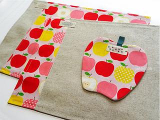 りんごのコースターとお揃いのランチョンマット (2)