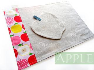 りんごのコースターとお揃いのランチョンマット (1)