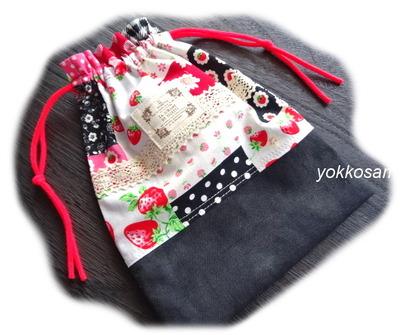 イチゴのパッチワーク柄の布 (2)