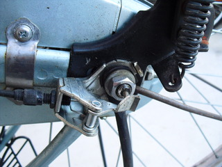 自転車の 自転車 チューブ交換 ママチャリ : いきなり分解の仕方が判らない ...