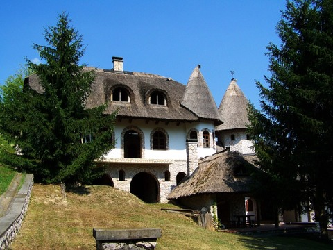 thatched-house-949714_960_720