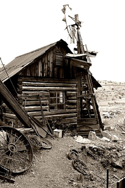 old-house-317565_640