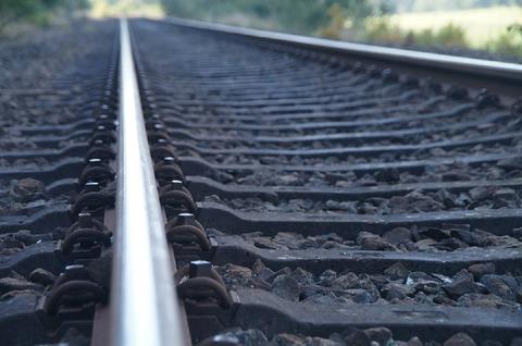 track-973292_960_720