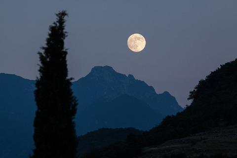 moon-182145_960_720