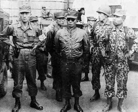 16クーデター当時の朴正煕少将とチャ・ジチョル大尉(写真右端)
