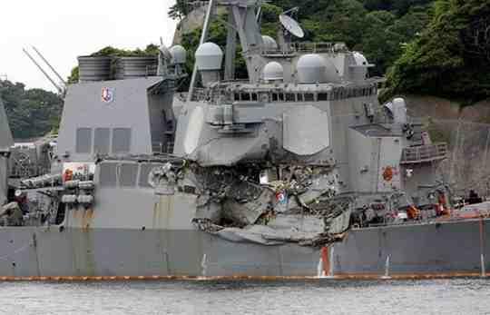 イージス艦衝突事故の水兵の証言「よそ見をしていた」