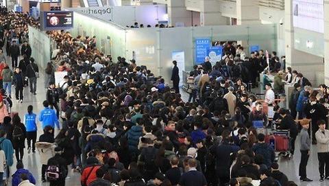 飛行機チケット値段 月 4千億…不況の中海外旅行だけ急増