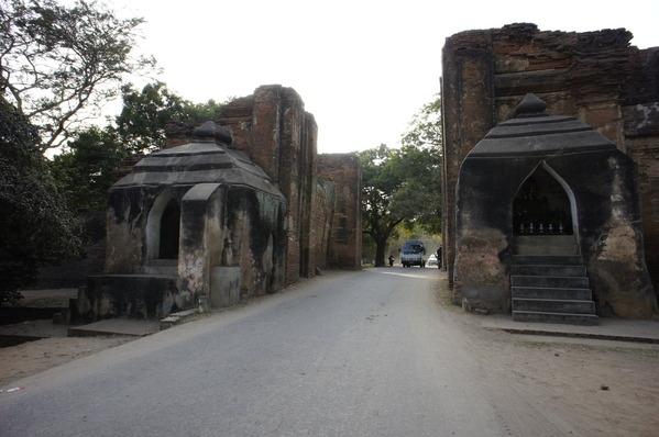 バガン タラバー門