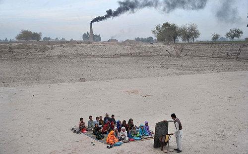 アフガニスタンの学校01
