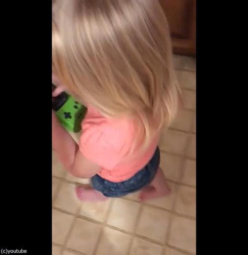 今どきの子どもがゲームボーイを初めて触ると05