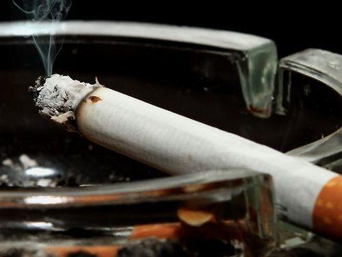 喫煙家の家のカーテン00