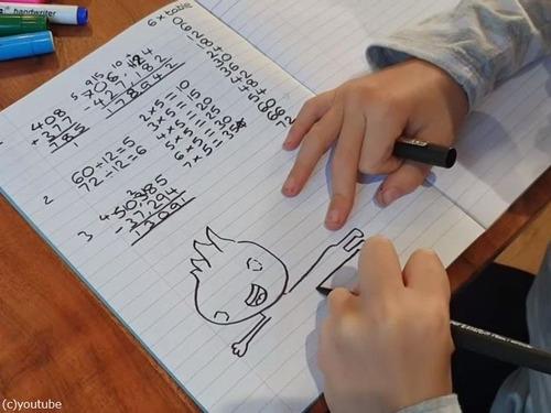 9歳児、レストランの壁の絵を描く仕事を得る