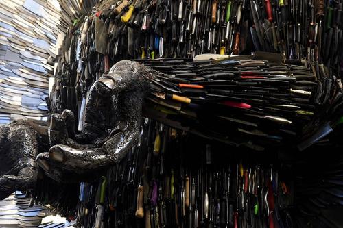 10万本のナイフで天使像03