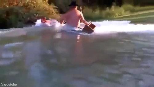 おじいちゃん「プールの水を空にするよ!」08