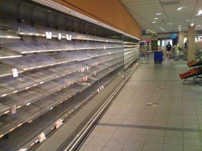 オランダのスーパーマーケットの棚が空っぽになった理由00