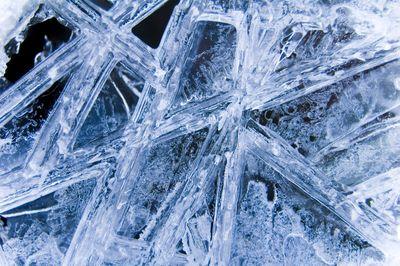 500mの上空から氷塊が矢のように降ってきて車もボコボコ