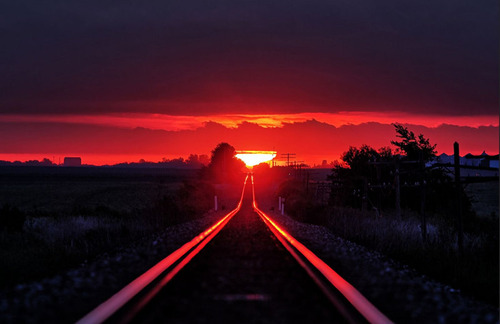 線路に反射する朝日02