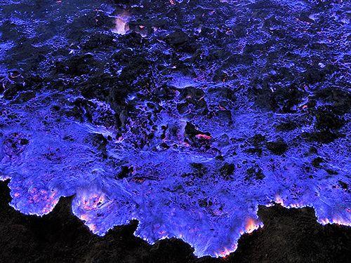 エチオピアの青く燃える火山03