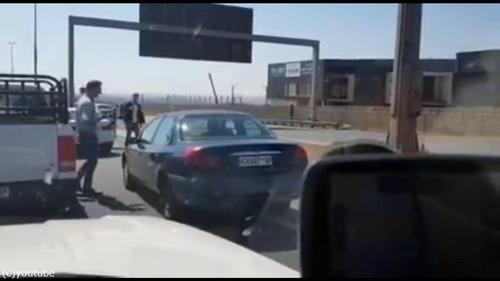 衝突事故を起こして逃げる車08