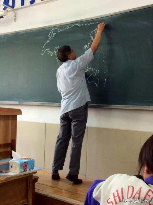 黒板に世界地図04