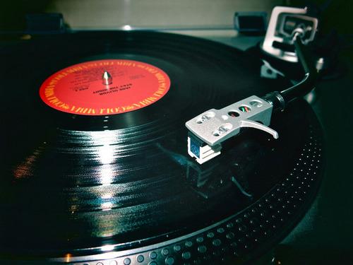 アナログレコードがCDの売上を超える01