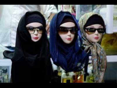 イランのマネキンもイスラムの衣装に