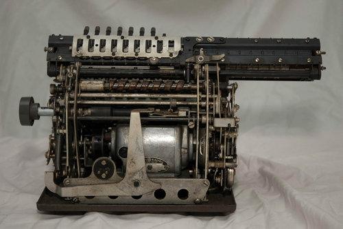 機械式計算機の断面05