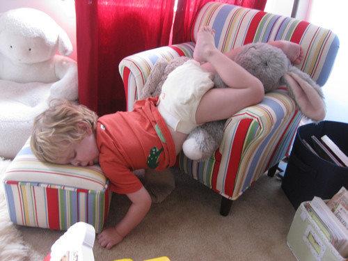 子供たちはどこでも寝る21