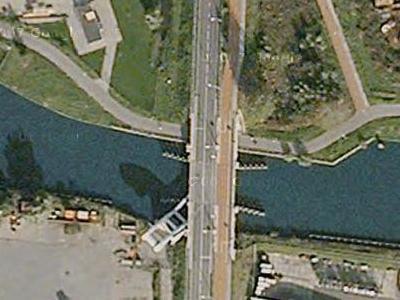 オランダの強引過ぎる架け橋06