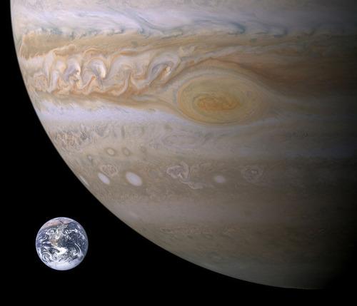木星に巨大な「イルカ」の姿03
