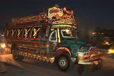 パキスタンのデコトラ01