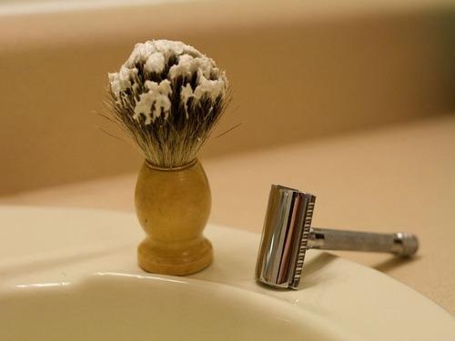 リハビリの患者を剃る00