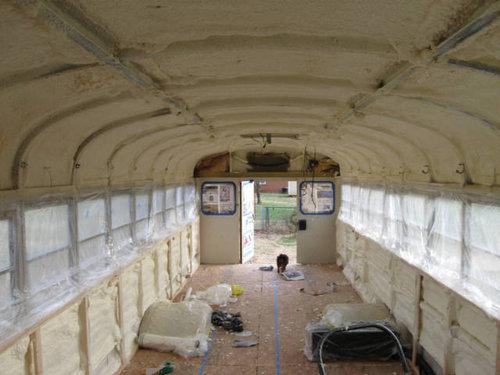 スクールバスをキャンピングカーに08