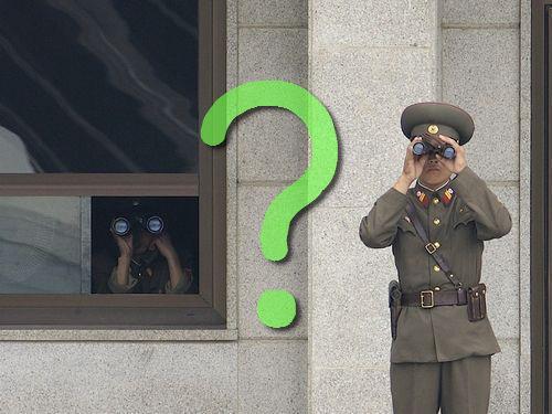 北朝鮮の女性兵士の靴00