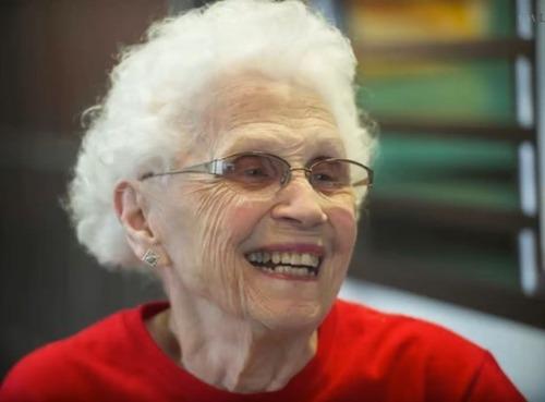 94歳おばあちゃんは現役のマクドナルド店員05