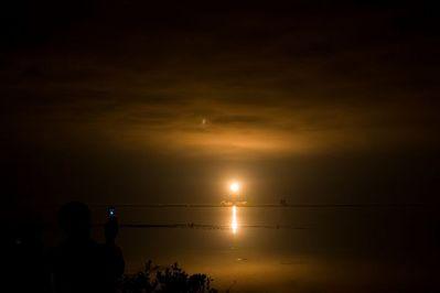 夜のスペースシャトル打ち上げ03