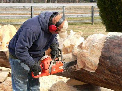 チェーンソーで木彫り07