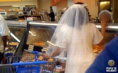 ウェディングドレスで買い物
