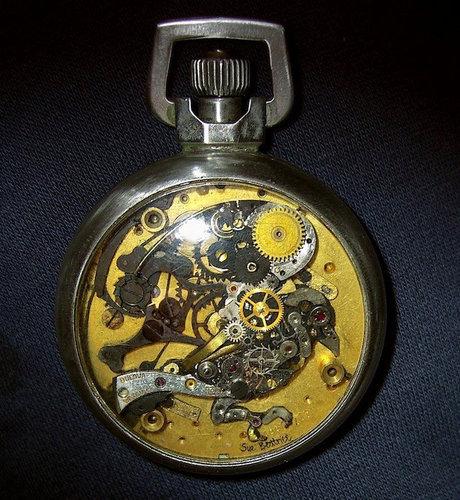 時計の部品から造った動物アート06
