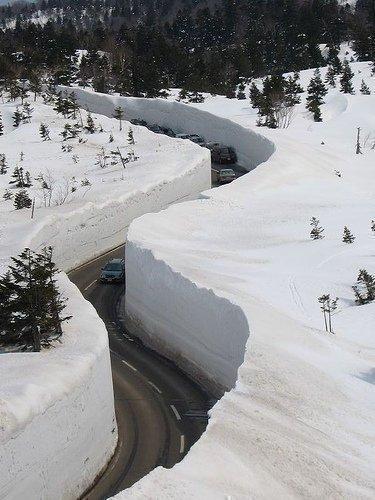 日本の雪道01