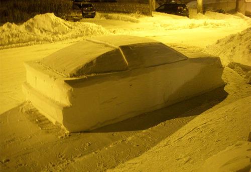 車の雪像に駐禁02