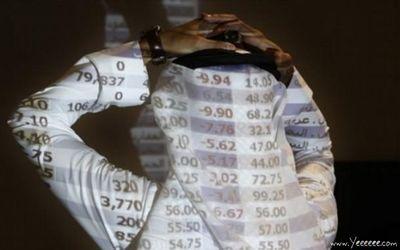 職場で嘆く男たち…金融危機の悲劇18